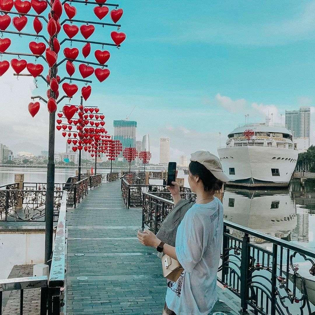 Cầu tình yêu du lịch cặp đôi Đà Nẵng