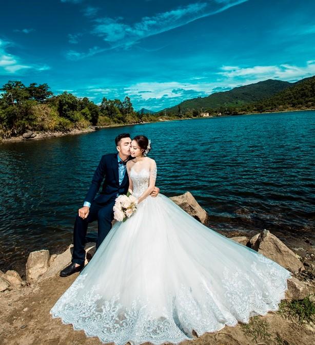 cảnh đẹp như mơ ở Hồ Xanh Đà Nẵng rất phù hợp cho các cặp đôi chụp ảnh cưới